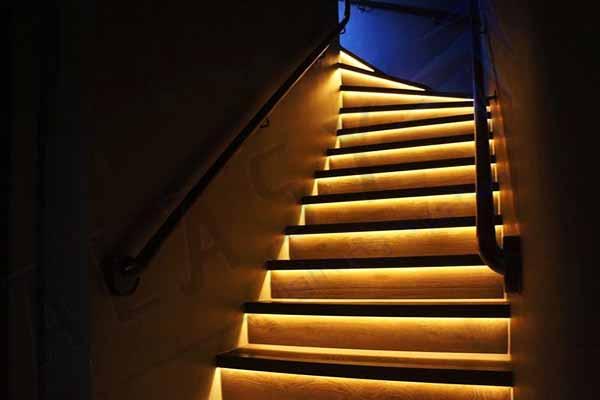 Đèn LED Chân Cầu Thang